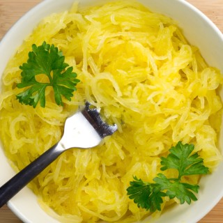 How to cut spaghetti squash, gluten free, paleo, vegetarian, autumn, fall, spaghetti squash, recipe