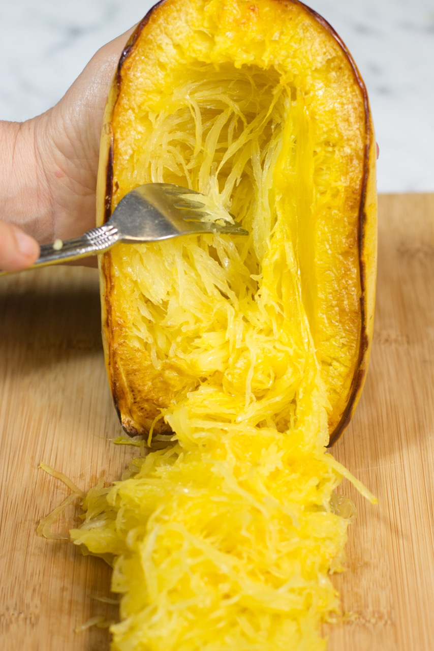 How to cut and prepare spaghetti squash, gluten free, paleo, vegetarian, autumn, fall, spaghetti squash, recipe