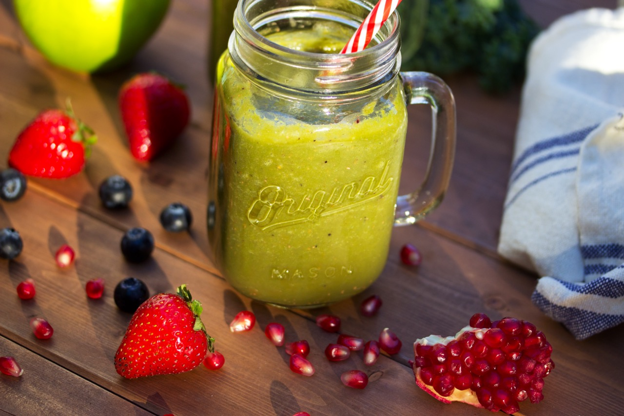 pomegranate berry green smoothie