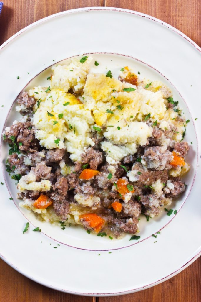 Learn how to make classic cottage pie with healthy ingredients & low carb cauliflower mash | Mock mashed potatoes | Low Carb recipe | Gluten free recipe | Comfort food |